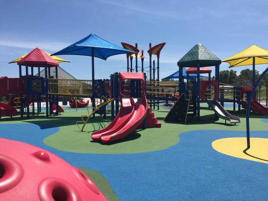 Mandan, ND: Universal Playground/ Eagles Park