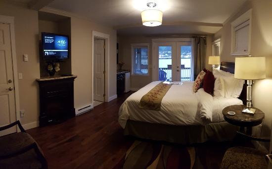 Beachside Villa Luxury Inn: Harbor View Room