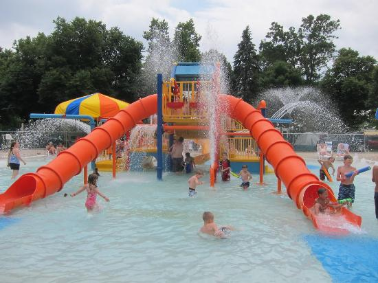 Waterville, Μινεσότα: Kamp Dels Aqua Playland. Great for toddlers who are looking for a little excitement. Includes th