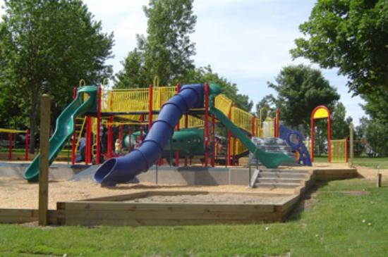 ‪‪Waterville‬, ‪Minnesota‬: This is one of Kamp Dels three large playgrounds located throughout the grounds.‬