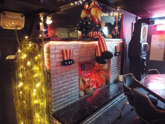 Saint Marys, OH: The Fireplace Decorations: Americana