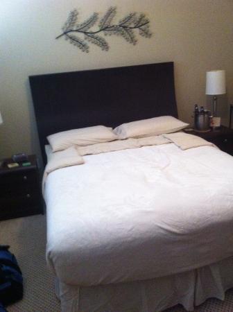 إقامة وإفطار بفندق جرايستون: Our bed in the Chardonnary suite