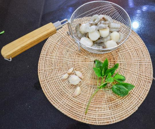 Bophut, Thailand: Fresh scallops and prawns - InFusion Cooking Classes Samui