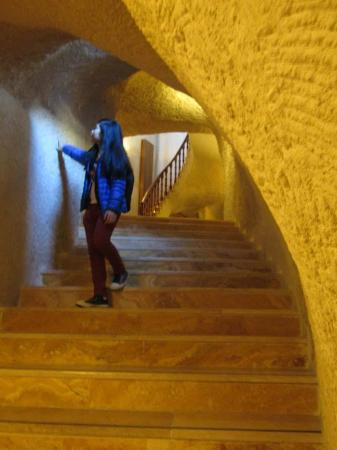 Goreme Kaya Hotel: the stairs..