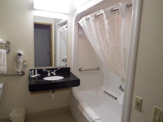 Saint Marys, Ohio: Bathroom. Neat, tidy, spacious, efficient.