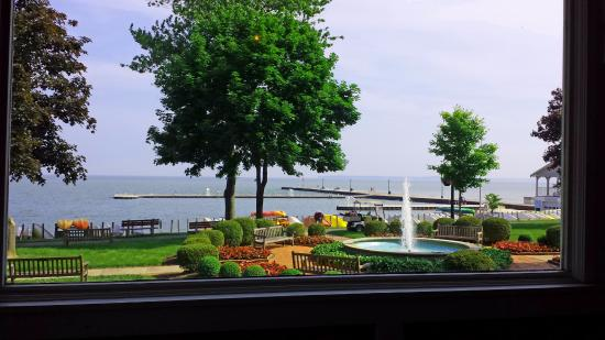 Hotel Lakeside: Lovely view from the dining room: fountain and lake.