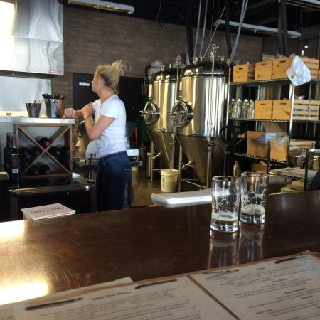 East Petersburg, Pensilvania: Menus, open kitchen, beer tanks, chicken and waffle app, pome frites