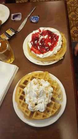 BEST WESTERN Sunrise Inn & Suites : Breakfast.