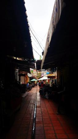 The Purple Mangosteen: the laneways