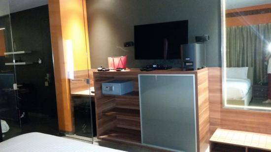 Superbe Fahrenheit Hotels And Resorts: TV, Base Music System, Safe, Mini Fridge In
