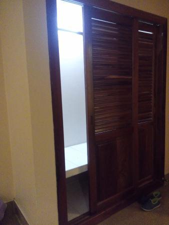 City Poi Pet Hotel: Big sized wardrobe
