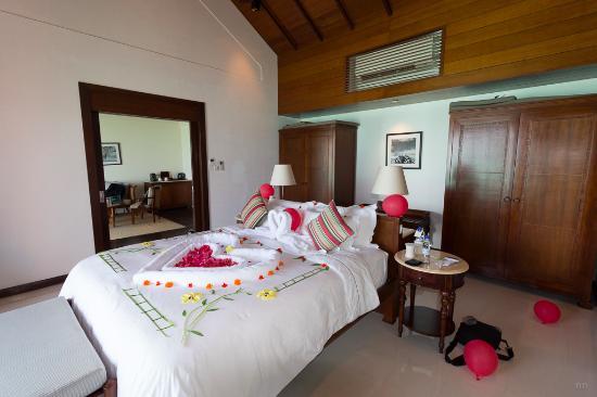 Hotel Room Decoration For Honeymoon