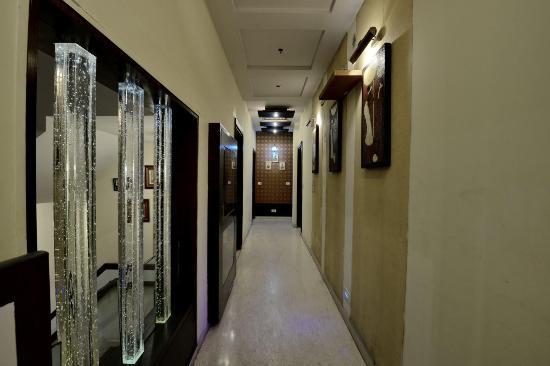 Hotel Star Plaza: Corridor