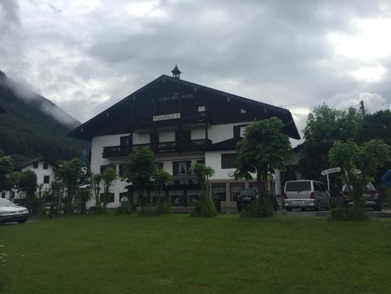 Gasthaus Pension Salzberg : From the outside, taken by the river