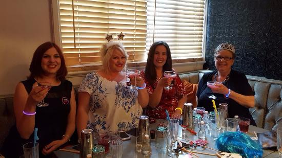 Shakespeare Street Cocktail Bar & Nightclub: Cheers!