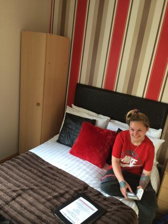 Manchester House: Lovely small room, suitable for mine and my partners stay. Excellent choice of menu items for br