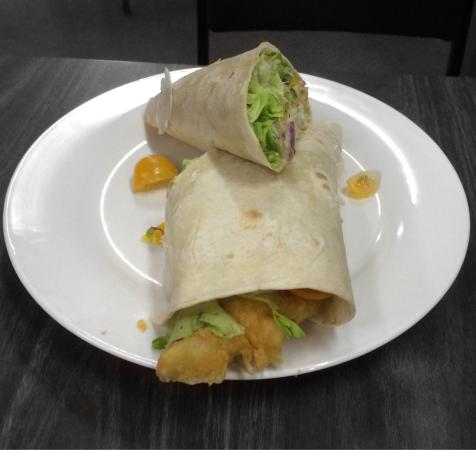Kawhia, Nowa Zelandia: Pics don't do these fish wraps any justice, absolutely amazing! Bit of pudding for the wee one t