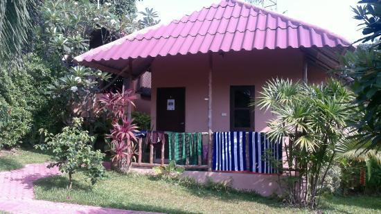 Bee Nat Garden Resort: unser Bungalow 10 Schritte zum Restaurant und Pool