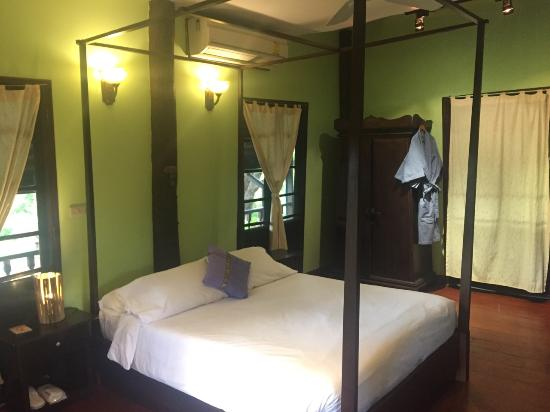 Saraphi, Tayland: Queen Bed