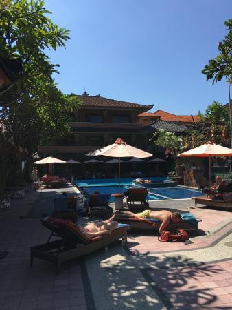 Wina Holiday Villa Hotel: The pool