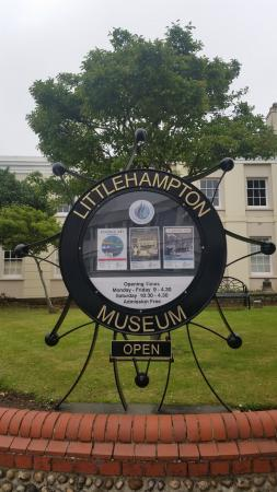 Littlehampton Museum: Signage