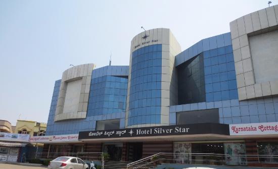 Hotel Silver Star: ホテルの外観