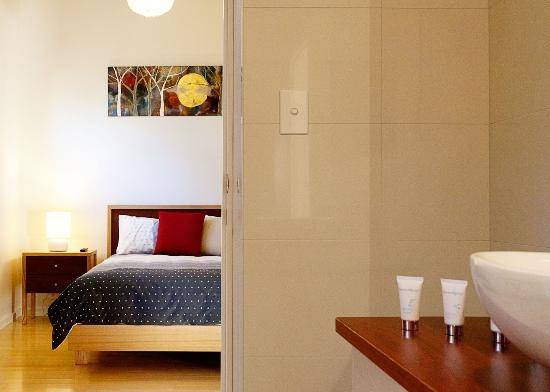 Port Elliot, Australia: Queen Bedroom and bathroom