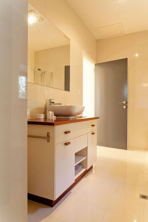 Port Elliot, Australia: Queen Bedroom bathroom