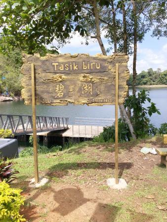 Bau, Malásia: Tasik Biru