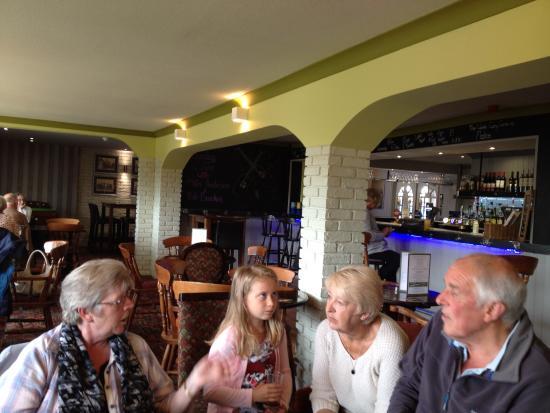 East Preston, UK : Bar at Seaview Hotel