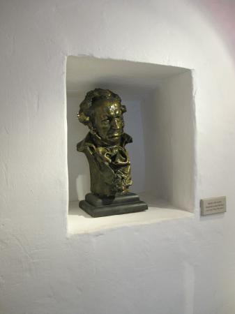 Fuendetodos, Espanha: Busto de este genial e irrepetible pintor