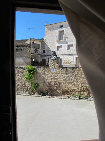 Fuendetodos, Espanha: Vista de la plaza desde la casa de Goya