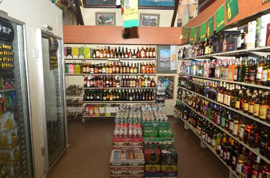 Merry Pebbles Resort : Liquor store