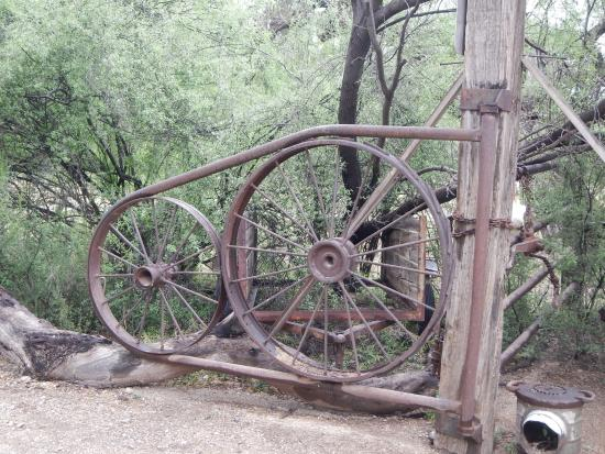 Houston's Horseback Riding: neat gate