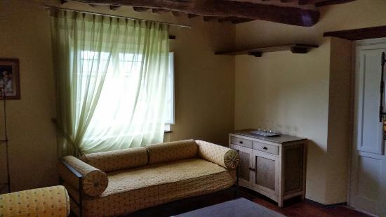 Castello di Mammoli: 20160603_164347_large.jpg