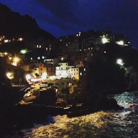 A Casa Cinque Terre Manarola: Night view from waterfront