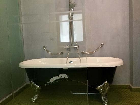 Fatma Hanoum Boutique Hotel: schönes, großes Bad mit sehr großer Badewanne