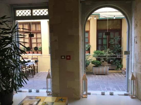 Fatma Hanoum Boutique Hotel: Blick aus dem Frühstücksraum