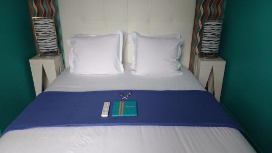 Mirano Hotel: Large comfortable bed