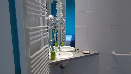 Mirano Hotel: Heated towel rail and hairdryer