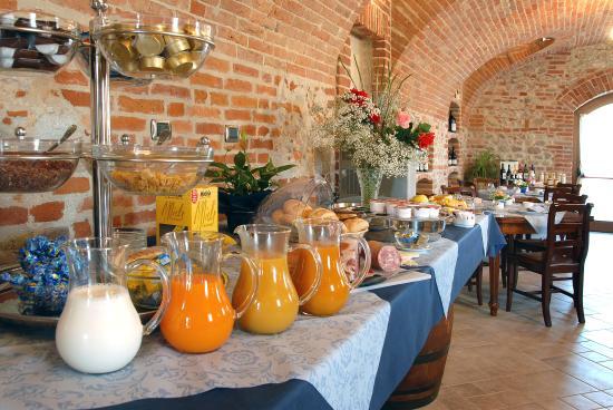 Buffet Colazioni Hotel Le Botti Guarene Langhe Piemonte