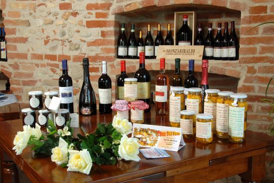 Vini e Prodotti tipici Hotel Le Botti Guarene Langhe Piemonte