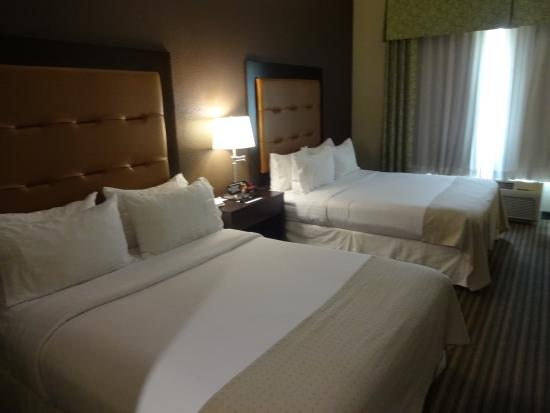 Holiday Inn Pearl - Jackson Area: Beds in the room