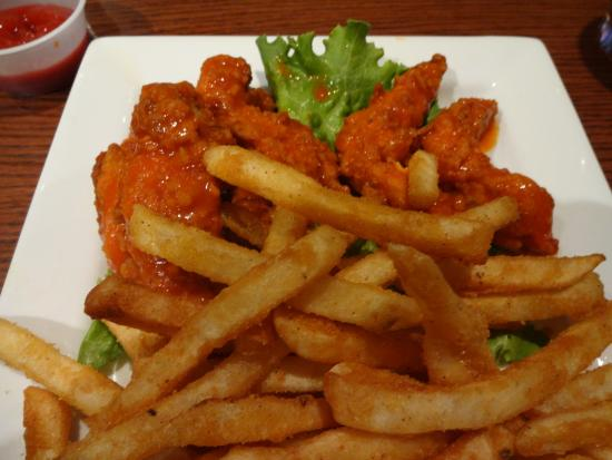 Alumni House Sports Grill: Buffalo tenders with fries