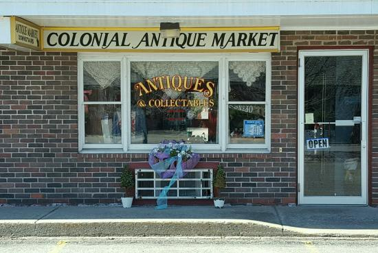 ‪Colonial Antique Market‬