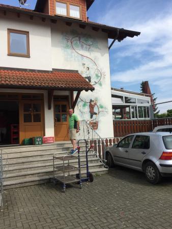 Sudtiroler Torggelestube: Zufällig haben wir diese Straussenwirtschaft entdeckt. Sieht schon mal sehr nett aus und es riec