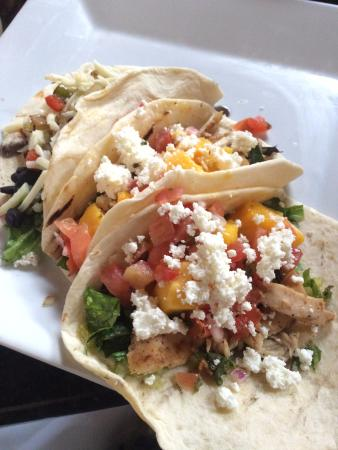 Anderson, Carolina del Sur: Earle Street Kitchen and Bar - veggie and fish tacos