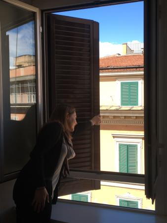 Hotel dell'Urbe: Looks out on a busy street.