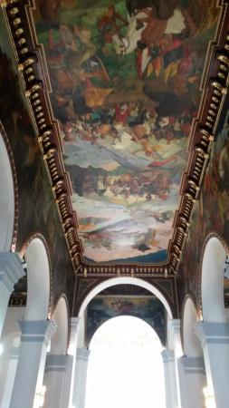 Panteón Nacional: Pinturas del pintor Venezolano Tito Salas ubicados en el techo y muros del recinto