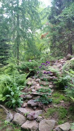 Franklin, NH: Lush garden paths for meandering